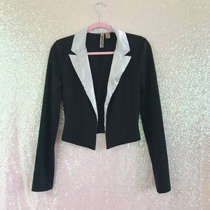 EYESHADOW BLACK WHITE SATIN COAT